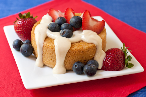 Creamy berry mini cakes | 4th of July recipes