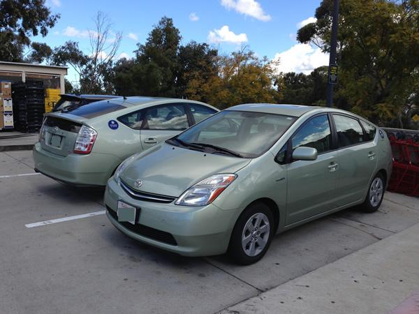 Twin Prius cars
