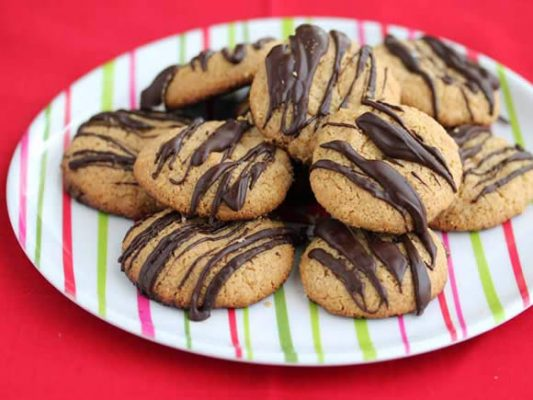 Featured cookie: Peanut butter cookies with dark chocolate drizzle from @JeanettesHealth