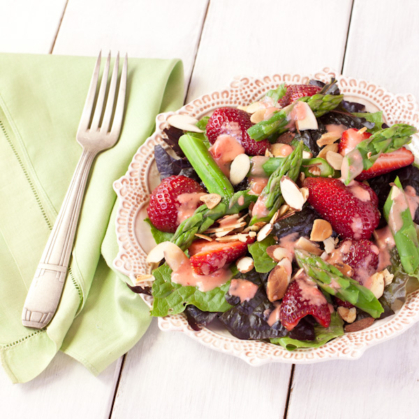 Asparagus-strawberry salad with strawberry-balsamic vinaigrette | from Stephanie The Recipe Renovator | vegan, dairy-free, grain-free, paleo, Whole30 compliant
